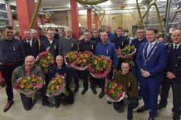 Uitreiking Koninklijke onderscheiding twaalf brandweerlieden vrijwillige brandweer korpsen Anjum, Dokkum en Ternaard
